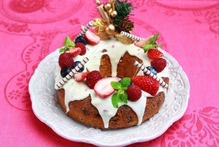 混ぜて焼くだけ!クリスマスリースのケーキ