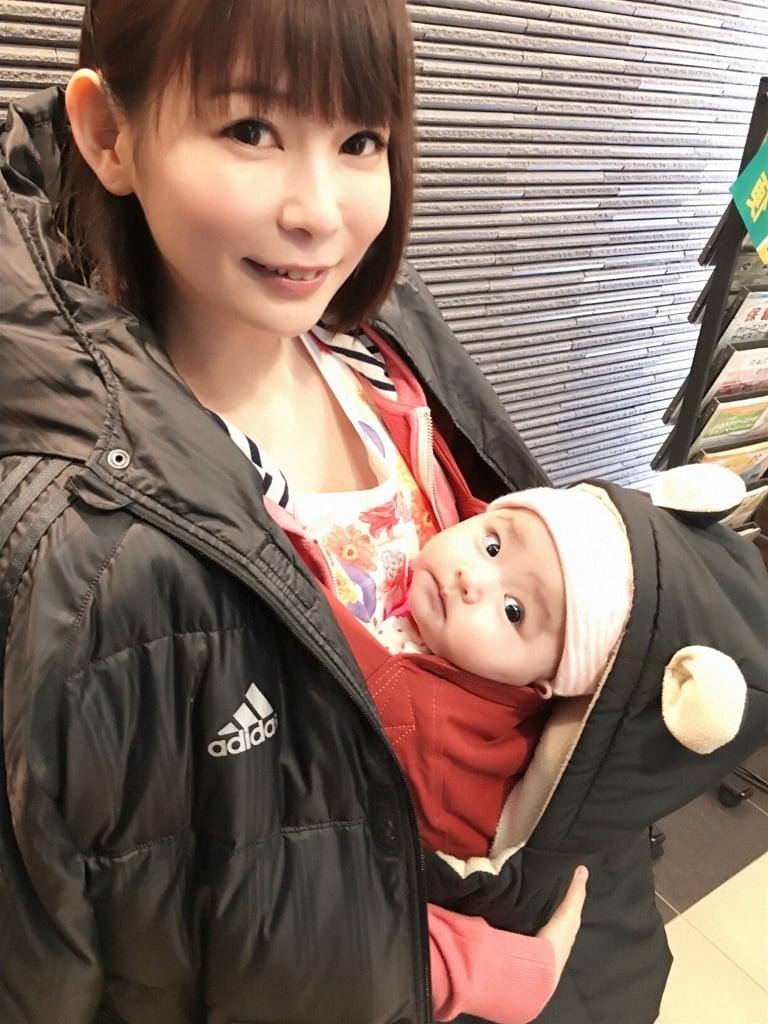 """"""" しょこたん""""こと中川翔子さんがママに!?抱っこ紐姿を披露"""
