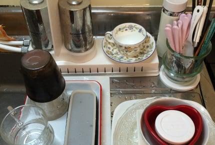 シンクにたまったぐちゃぐちゃな食器。置き方を変えるだけで洗う気アップ