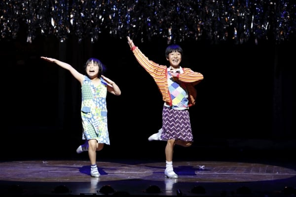 (左)マイケル役:持田唯颯(右)ビリー役:未来和樹(撮影:阿部高之)