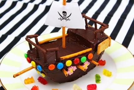 難しそうに見えて簡単!ケーキ1台で作れる海賊船