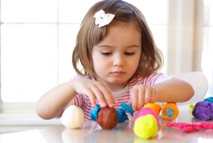 粘土を使っておままごと遊びが効果的!子どもの「3つの力」を伸ばす方法