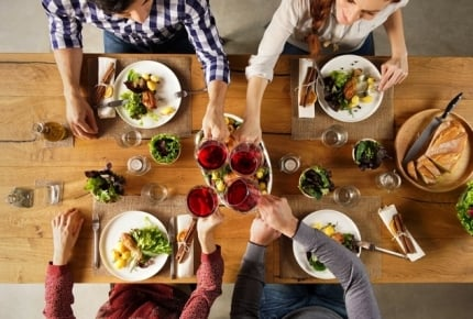 4人家族の食費にかかる月平均を解説! 節約のコツもお伝えします!