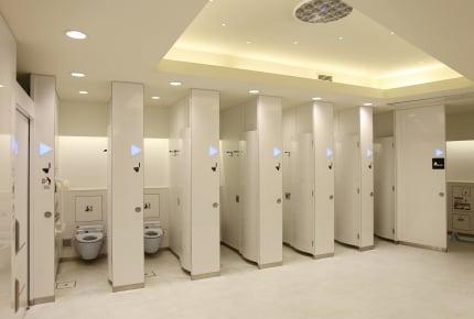 外出先でトイレを嫌がる我が子、 どうしたら外のトイレを使えるようになる?