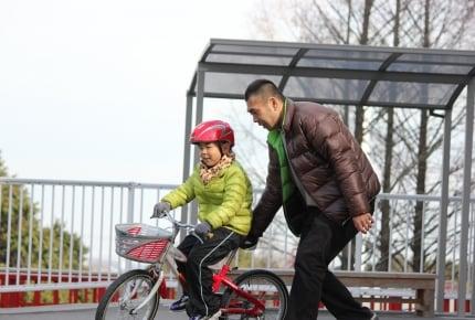自転車に乗る気がない我が子、「補助無しの練習」はいつから?