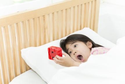 「まつ毛を触る」「先生のフリ」も!?朝、起きない子どもへの対策8選