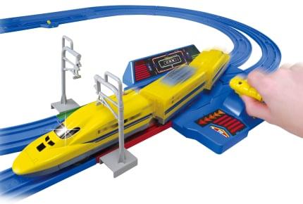 3月31日に登場!プラレール史上最速「レバーでダッシュ!! 超スピード ドクターイエローセット」