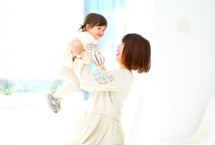 早期に英語を始めると、日本語の習得にも役立つ!?ママたちが「早期から英語教育」を始める理由とは