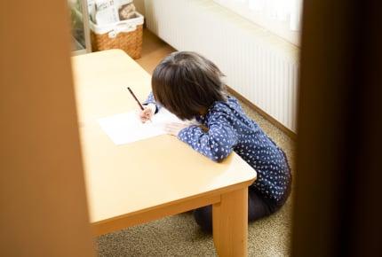 小2の子どもを留守番させたらママ友に「虐待」と言われた……。 働くママの「子どもの預け先問題」について