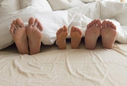 ベッドより布団が多い!小さな子どもと安全に眠るための工夫とは