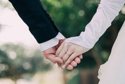 旦那さんと久しぶりのお出かけで手をつなぐ?それとも恥ずかしい?夫婦で手を繋ぐメリットとは