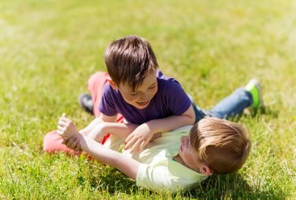 子どもがお友だちにケガをさせてしまった……親がするべきことは?