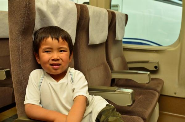 子ども連れで新幹線に乗るときは自由席? それとも指定席?どちらがいい?