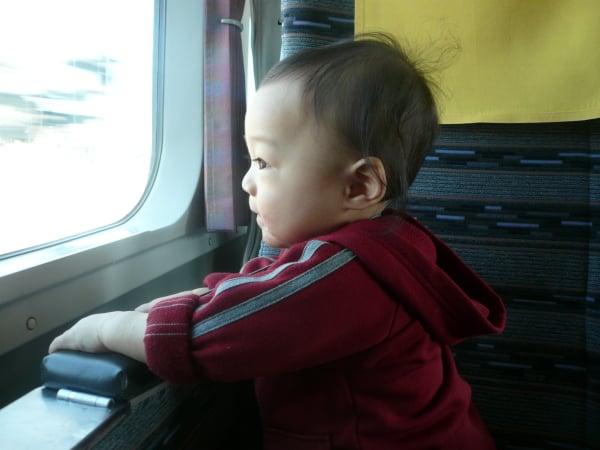子ども連れで新幹線に乗るときは自由席? 指定席?