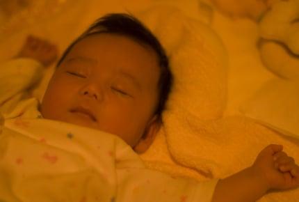 夜はママもまとめて休みたい!赤ちゃんはいつ頃から朝まで寝るようになる?