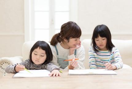 夏休みの宿題、進んでいますか? 小学生ママたちが立ち向かう「ドリルの丸つけ」や「自由研究」との戦いとは