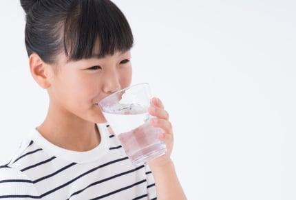 夏場の子どもの水分補給は足りてる?正しい水分補給のタイミングや適した飲み物とは