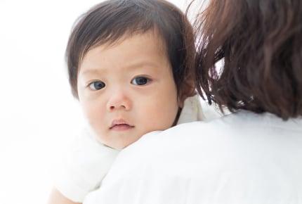 熱い視線で見つめてくる幼児。怖い?うれしい?笑わせたい?