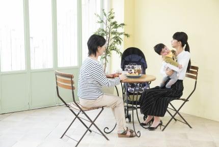 小さな子どもがいる親の悩み「子連れ外食のハードルの高さ」について考える