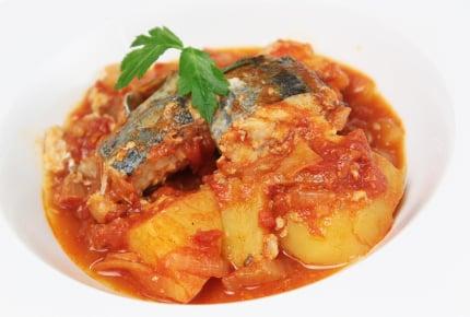 サバ缶人気レシピ!トマト缶で煮込むだけで絶品おかず!
