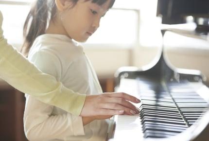 ピアノを弾くと頭がよくなる!?ピアノを習うのに適した時期とレッスンのコストは?