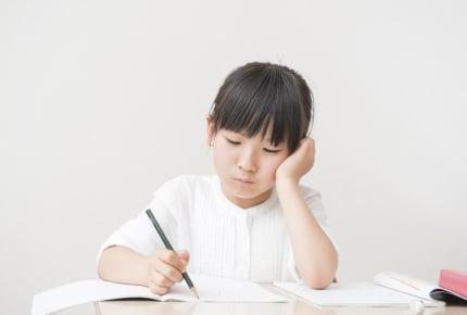 カタカナが覚えられない小学1年生の子どもに焦る……ママたちおすすめの学習方法は?