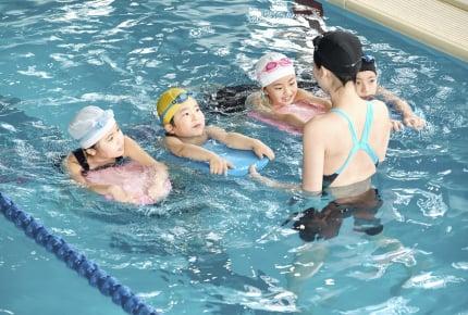 今どきの小中学生、スポーツの習い事は「水泳」「サッカー」「テニス」がTOP3