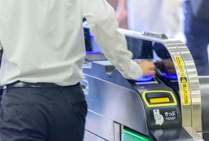交通ICカードのチャージはクレカに紐付けがおトク。チャージする度に高ポイントが貯まるカードは?