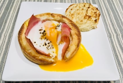 簡単材料と時短でできる! 朝食にピッタリなカフェ風イングリッシュマフィンくりぬきレシピ #SNSウォッチ