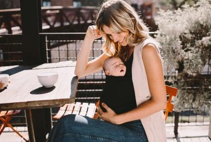 赤ちゃんをカンガルーのように抱っこできるタンクトップ&産後回復を助けるレギンスが発売!