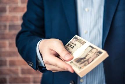 突然家にやってきた義父が100万円を置いていった!謎の行動にママたちはどう対応する?
