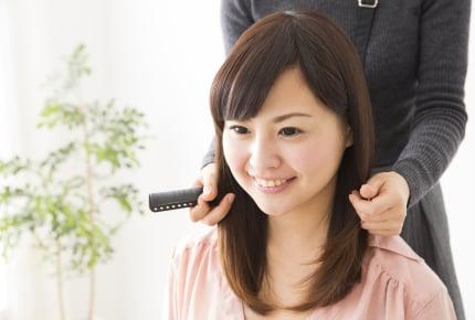 子育て中で美容院に行く時間がない……自宅に美容師さんが来てくれる「訪問美容」とは