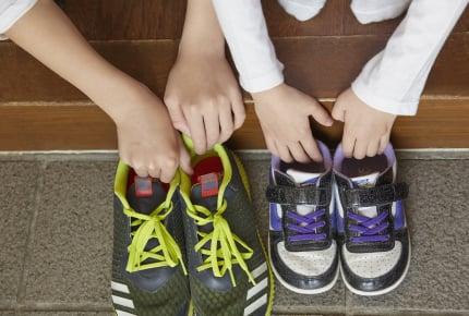 小学校高学年になっても靴ひもが結べない!いつまでに結べた方がいい?上手な結び方を練習させるには?