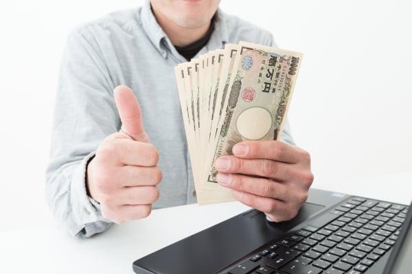 旦那が、自分の小遣いで購入した宝くじで10万円分当たったら、言う?言わない?
