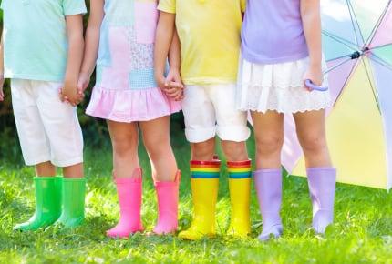 男の子にピンク色の服を着せたらダメですか?ママたちの意見とは?