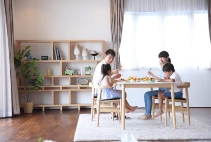 ダイニングテーブルの下にラグやマットを敷いている?手間と利便性どっちをとる?