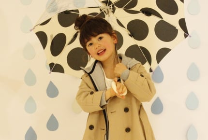 梅雨どきは子どもに何を着せる?人気スタイリストの提案する、ユニクロで選ぶ快適コーデ