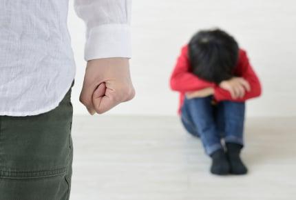 """それで""""しつけ""""のつもり!?子どもがいつも通りやっているのに何故かスマホ片手に怒り手伝いもしない旦那"""