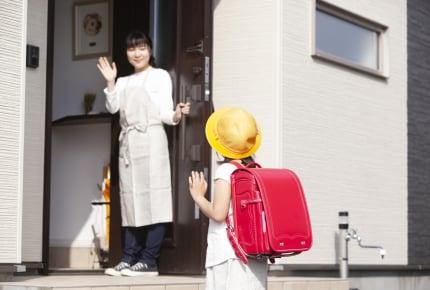 子どもから「おっかさん」と呼ばれることに!?登校前の玄関先で打ち明けられたママの呼び方の変更に驚きを隠せない