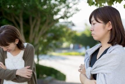 """「挨拶は常識」ママ VS 「挨拶スルー」ママ!?""""挨拶しない親""""問題で、ママたちの思うトコロ"""
