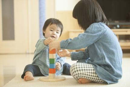 上の子がお友達と遊ぶとき下の子は一緒に行ってもいい?それとも別々に遊ぶ?ママたちの回答とは