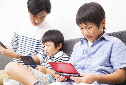 子どもにゲーム機を買うなら、親が購入時期を決める?子どもが欲しがったタイミングにする?ママたちの答えとは