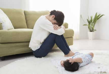 産後のイライラで夫婦仲が悪化……。旦那さんと仲良くするには?ママたちからのアドバイスやエールも