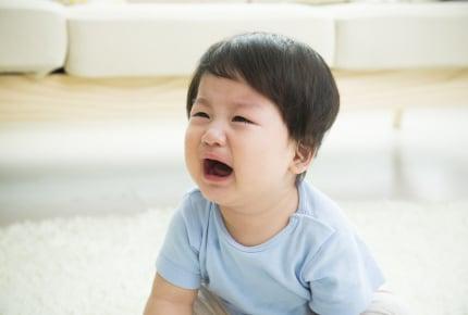 子どもが発熱で寝付いてくれない……ママは寝不足でイライラしてしまい自己嫌悪「これって普通?」の質問に非難のコメント殺到
