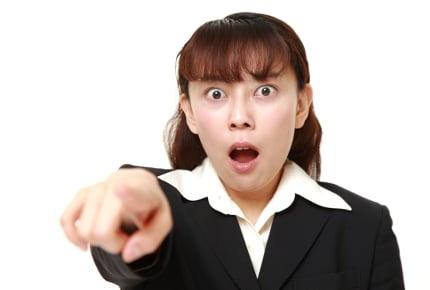 学校を休ませた子どもと出かけたら、遭遇したママに「報告するね」と先生やママ友に言いふらされた……!