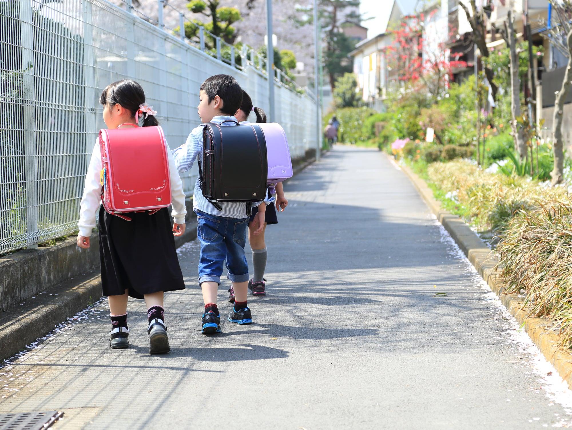 小学校の登下校、子どもを安全を守るためにしている防犯対策はなんですか?