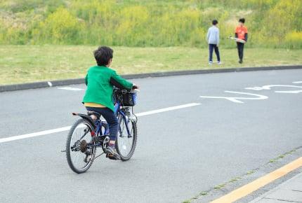 子どもを1人で遊びに行かせるのは何年生から?交通ルールやマナーの教え方もチェック