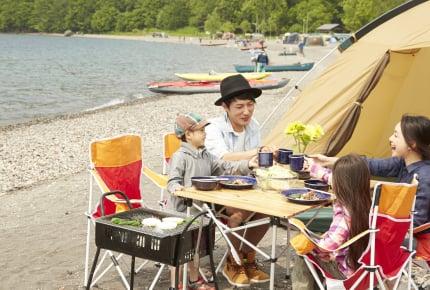 夏のアウトドアイベントは、ユニクロでそろえるラクで涼しい夏コーデ