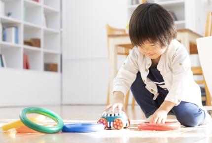 室内遊びはどう乗り越える!?子どもの知的好奇心をくすぐる室内遊びのアイデア
