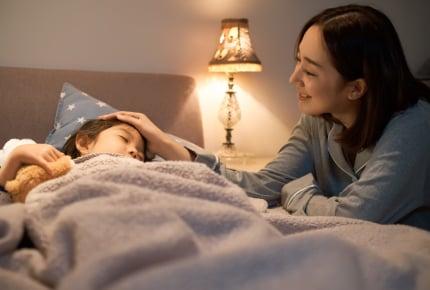 子どもを寝かしつけていて一緒に寝てしまう……帰宅する旦那さんを起きて待っていた方がいいの?